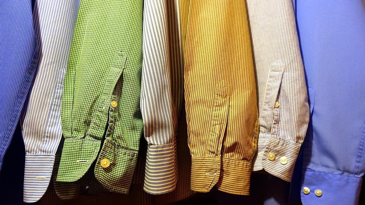 Pánové, Pozor Na Mokasíny, Košile S Krátkým Rukávem A Lesklé Obleky!